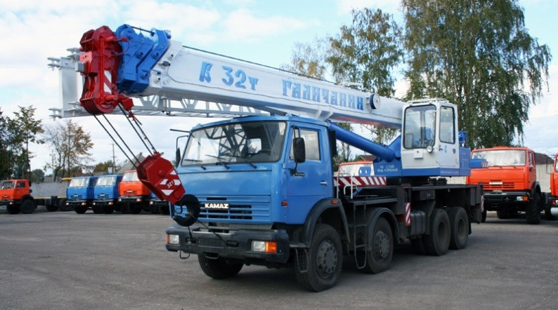 Автокран Галичанин 32 тонны, стрела 30.5 м + 9 м гусек